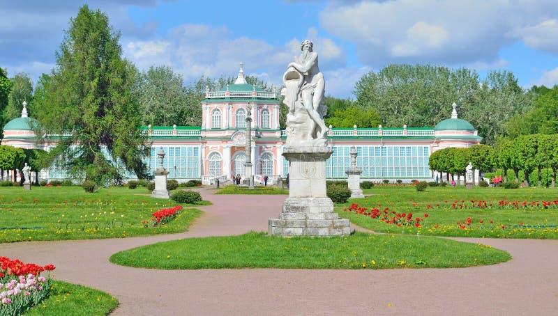 Kuskovomanor in Moskou aan het begin van de zomer royalty-vrije stock fotografie