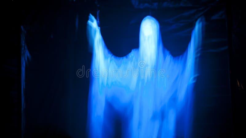 Download Kuslig glödande spöke fotografering för bildbyråer. Bild av dräkt - 27277841