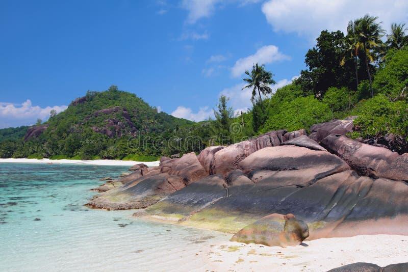 Kust av ön i vändkretsar Baie Lazare, Mahe, Seychellerna arkivfoton