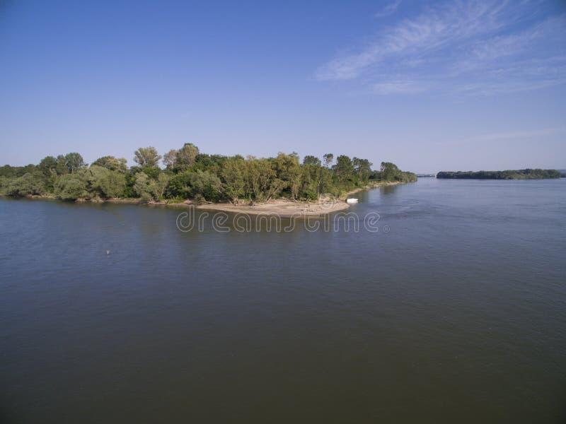 Kust av den Belene ön på Danube River royaltyfria foton