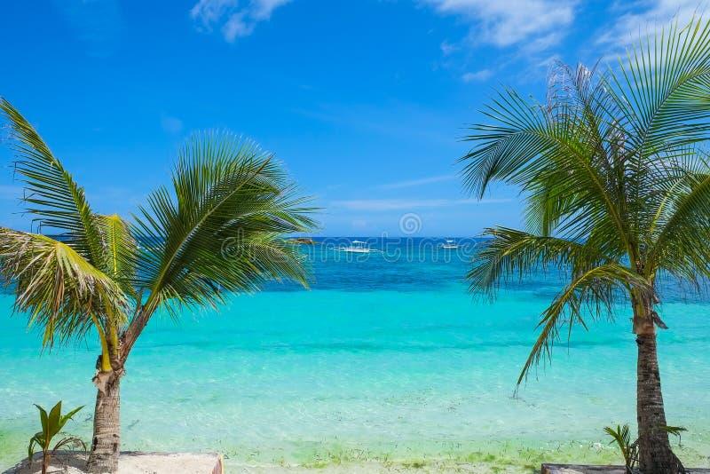 Kust av den tropiska ön arkivfoton