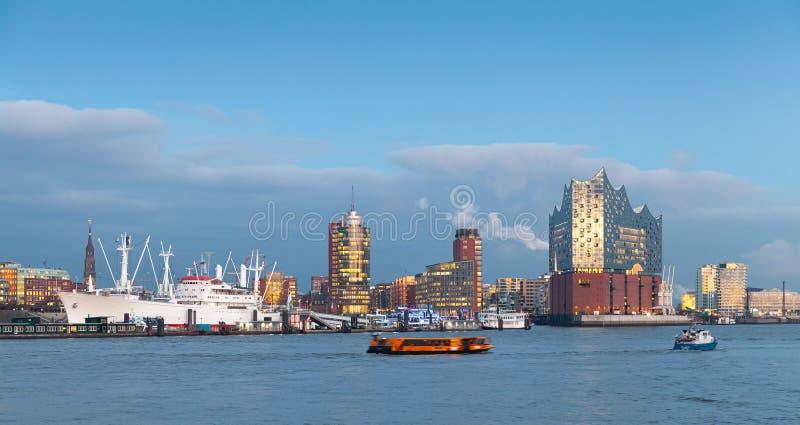 Kust- cityscape av Hamburg, Tyskland arkivfoton
