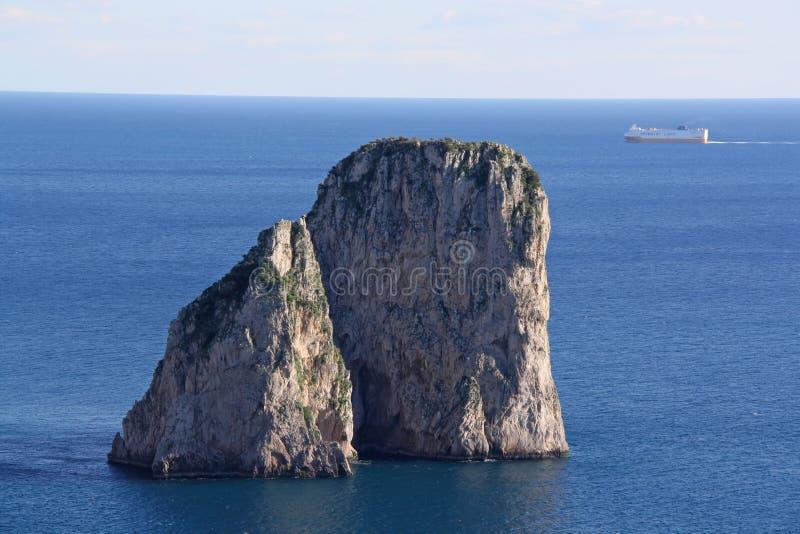 kust för ö för fartygcaprifiske royaltyfri fotografi