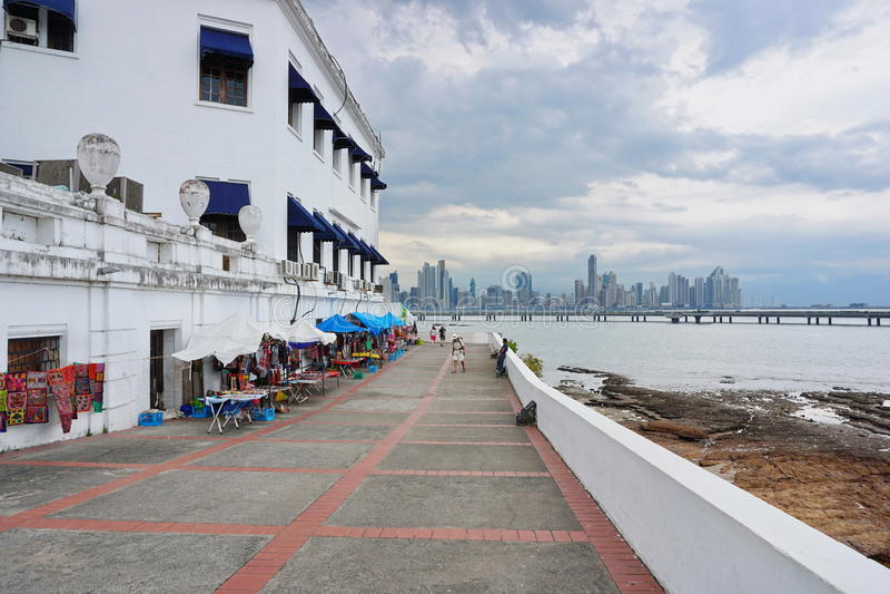 Kust- gångbanaplaza de Francia gamla Panama City arkivfoton