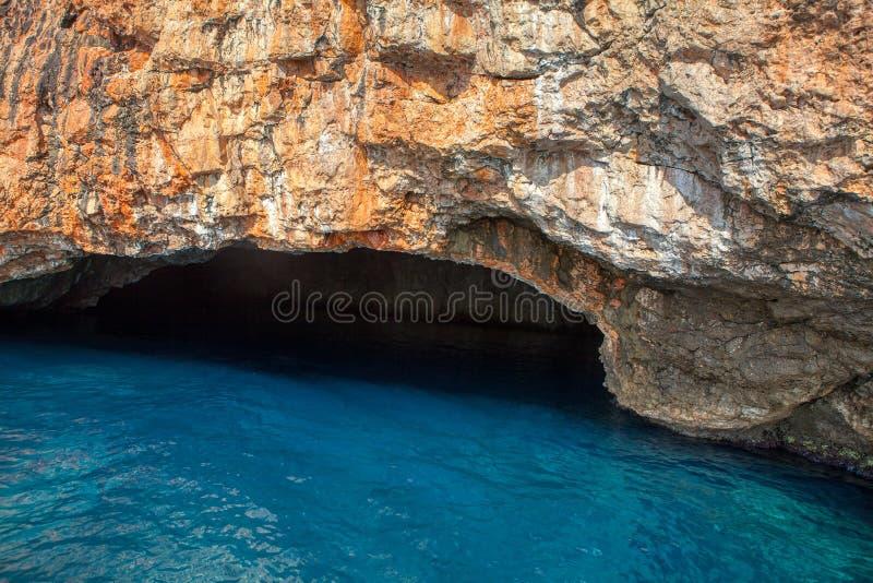 Kust- grotta arkivfoto