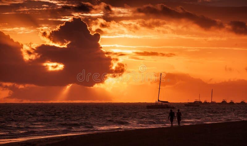 Kust- karibisk seascape på soluppgång royaltyfri bild