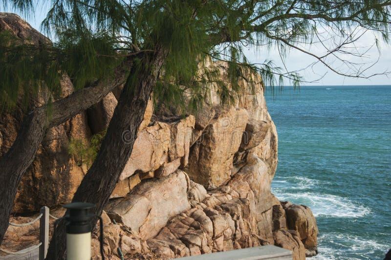 Kust- klippor arkivbild