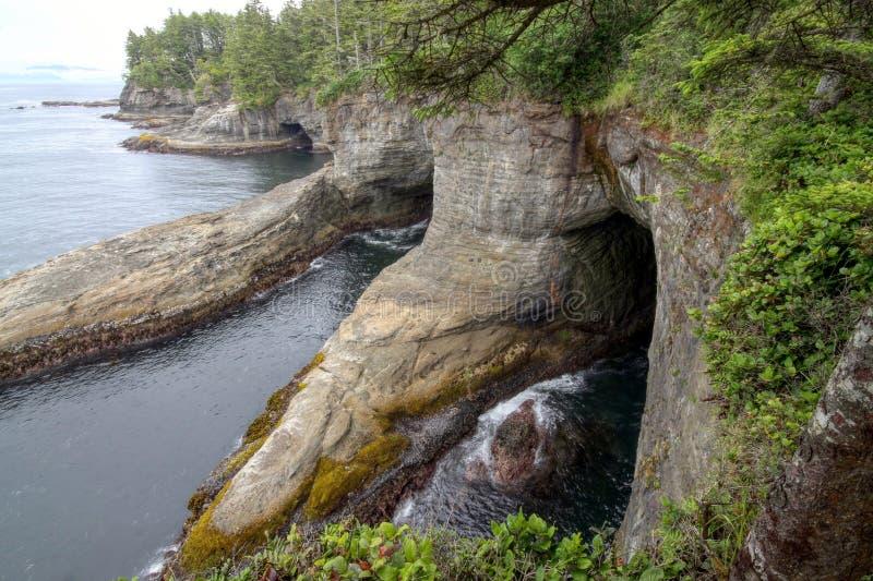 Kust- klippor på uddesmicker royaltyfri bild