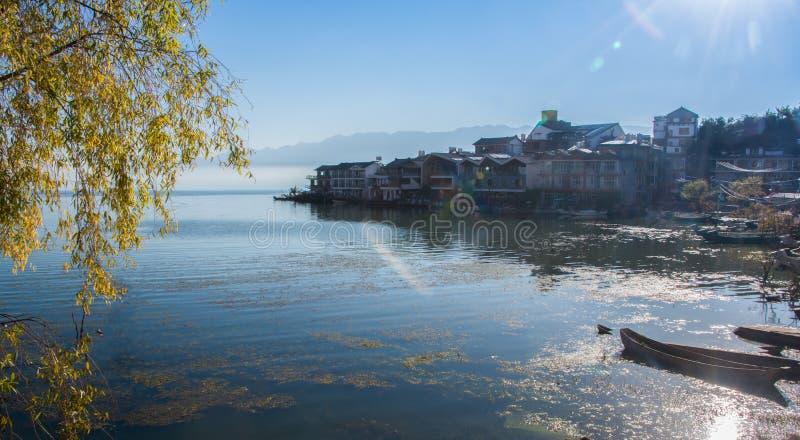 Kust- landskap av erhaisjön royaltyfri bild