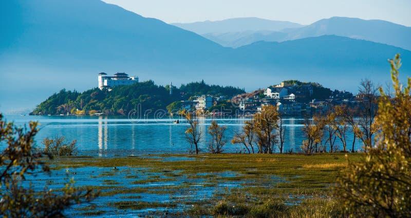 Kust- landskap av erhaisjön royaltyfria foton