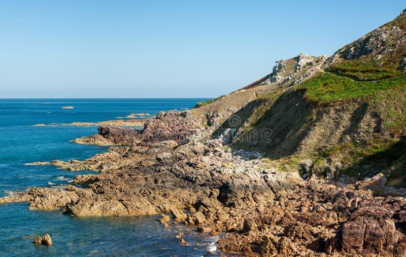 Kust met rotsen dichtbij Auderville, Normandië Frankrijk stock afbeelding