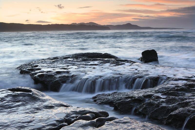 kust- ny solnedgång zealand arkivbilder