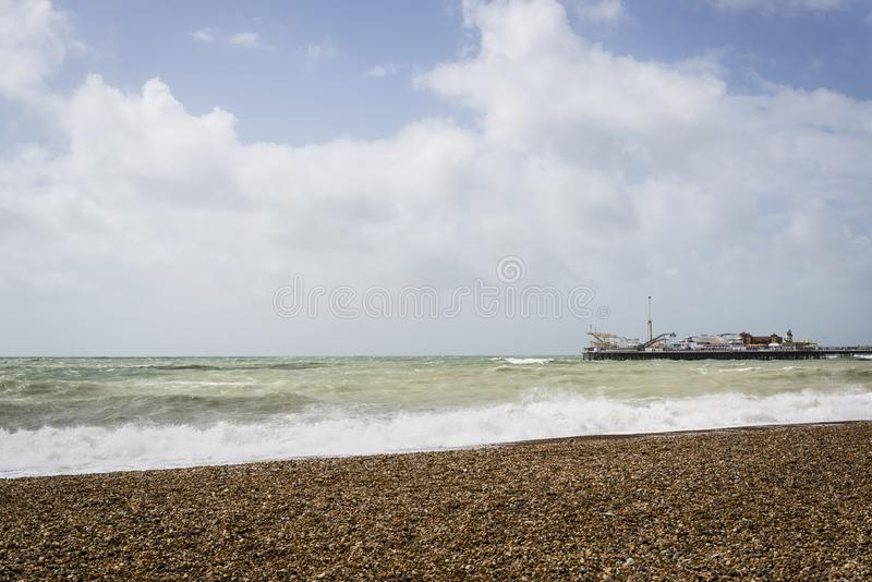 Kust och Brighton Pier, Brighton, East Sussex, England, UK arkivbilder