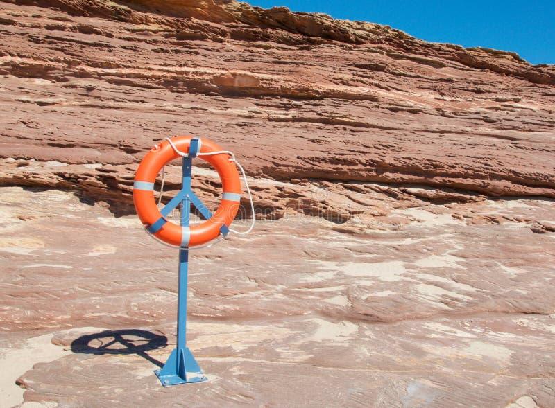 Kust- sandsten och livcirkel fotografering för bildbyråer