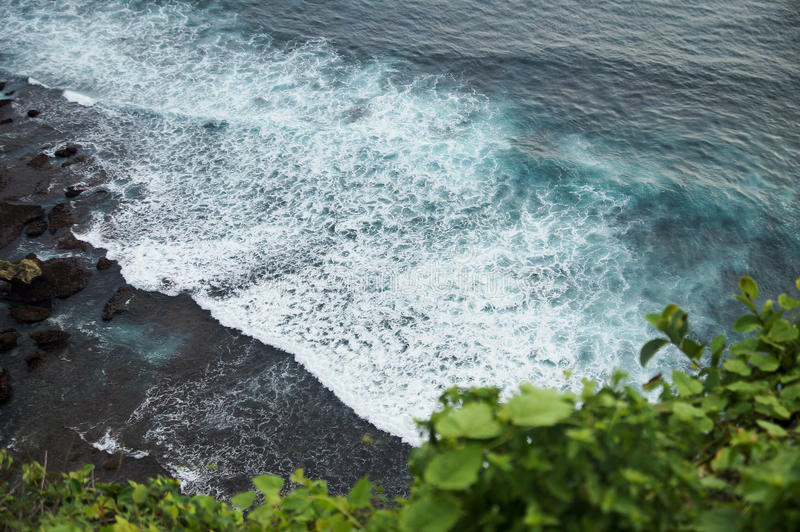 Kust- vågor av havet royaltyfri fotografi