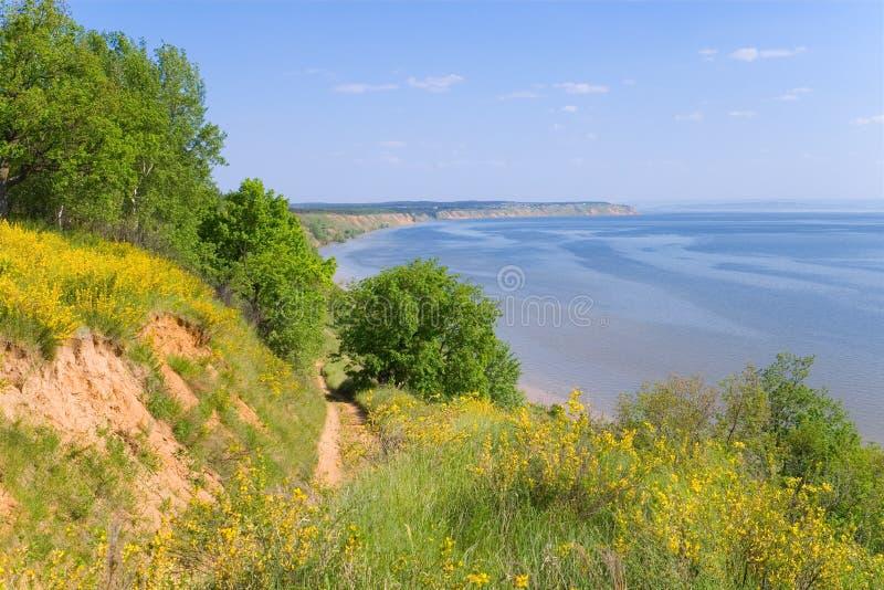 Kust van de rivier Volga stock afbeelding