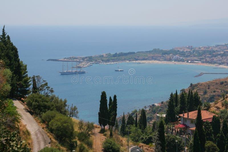 Kust van de Taormina-stad, Sicilië stock afbeeldingen