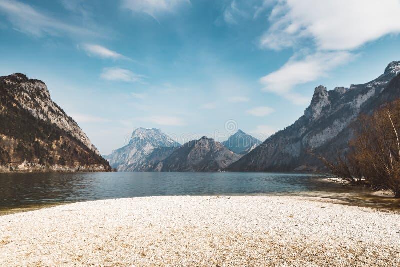 Kust van een Oostenrijks Meer stock afbeeldingen