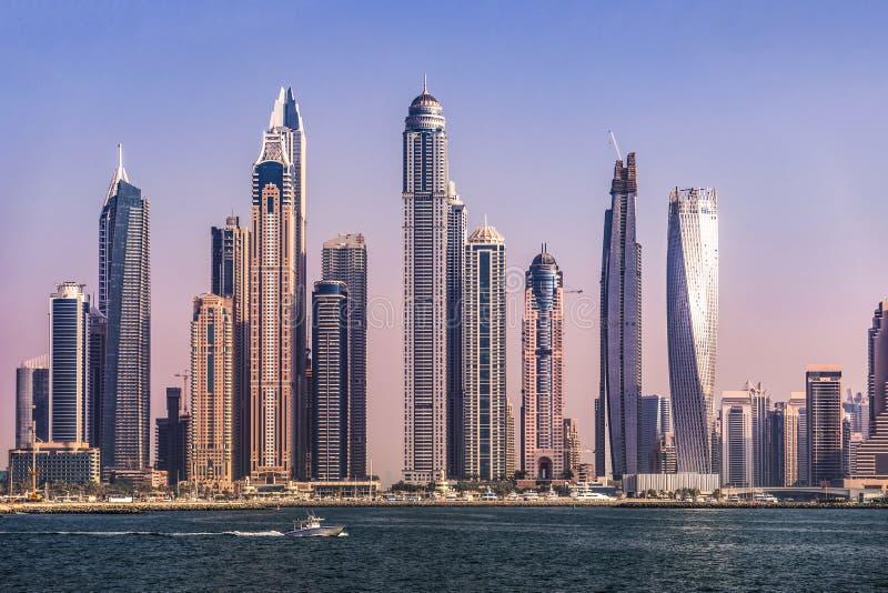Kust van JBR met Wolkenkrabbers bij Zonsondergang, Doubai royalty-vrije stock foto