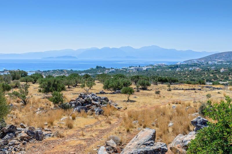 Kust vanaf de bovenkant van een heuvel in Kreta royalty-vrije stock afbeelding
