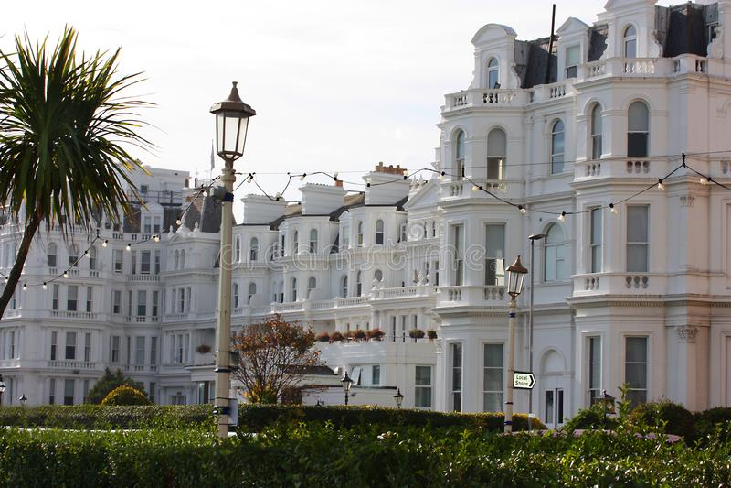 Kust Victoriaans hotel in Engeland van Eastbourne stock afbeeldingen