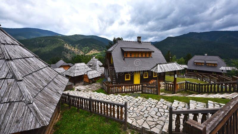 Kustendorf is een ethno-dorp in de de stadsvorm en structuur royalty-vrije stock fotografie