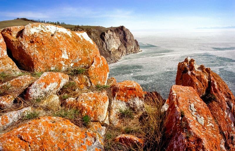 Kustklippen van Baikal, de mooie aard van kust van Baikal stock fotografie