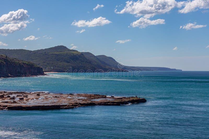 Kustlijn langs Grote Vreedzame Aandrijving dichtbij Sydney, Australië royalty-vrije stock afbeelding