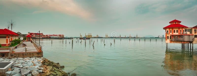 Kustlijn Penang bij zonsondergang Panorama royalty-vrije stock afbeelding