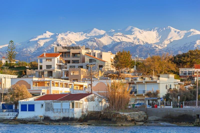 Kustlijn van Kato Galatas-stad op Kreta stock foto