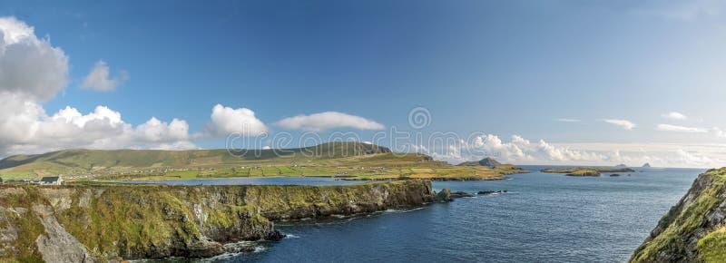 Kustlijnpanorama van IJsland Valentia royalty-vrije stock fotografie