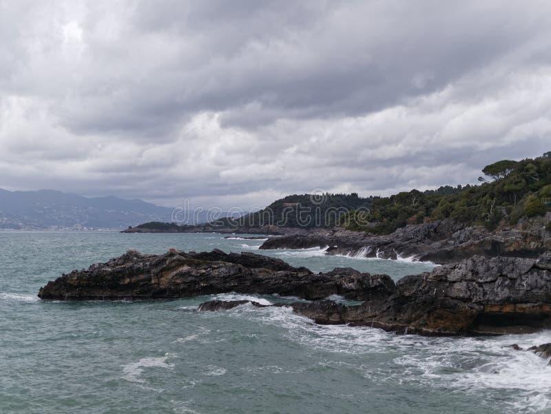 kustlinje mellan tellaroen och lericien royaltyfria bilder