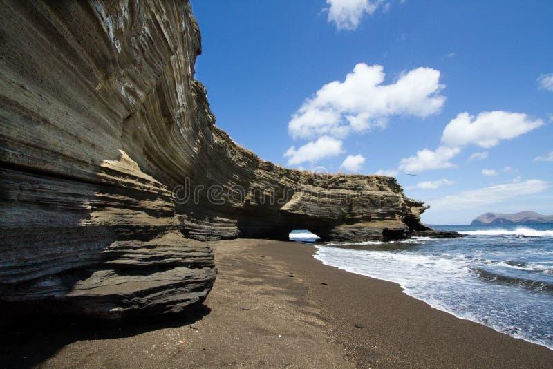 Kustzandsteenklippen van Santiago Island, de Eilanden van de Galapagos, Ecuador royalty-vrije stock foto's