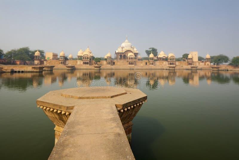 Kusum Sarovar Govardhan Mandir Este lago é um dos lugares os mais visitados em Mathura imagens de stock