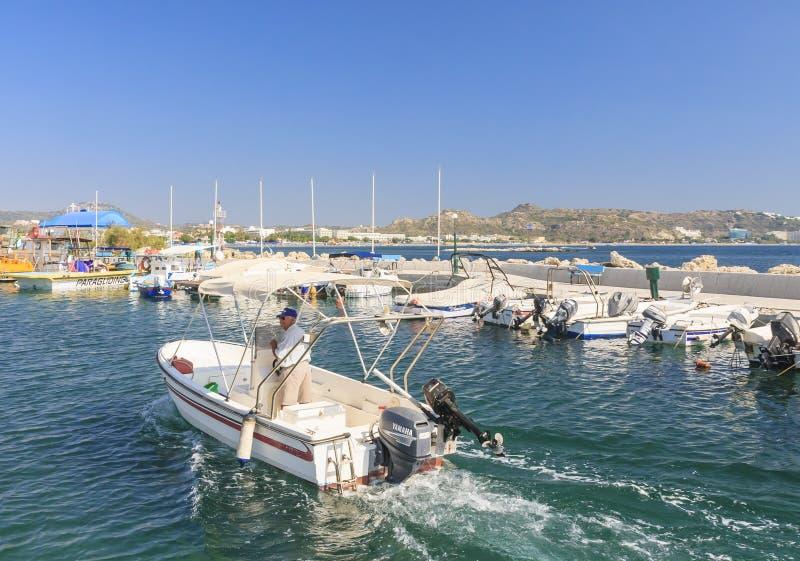 Kuszetka w Śródziemnomorskim kurorcie Faliraki Rhodes wyspa obrazy stock