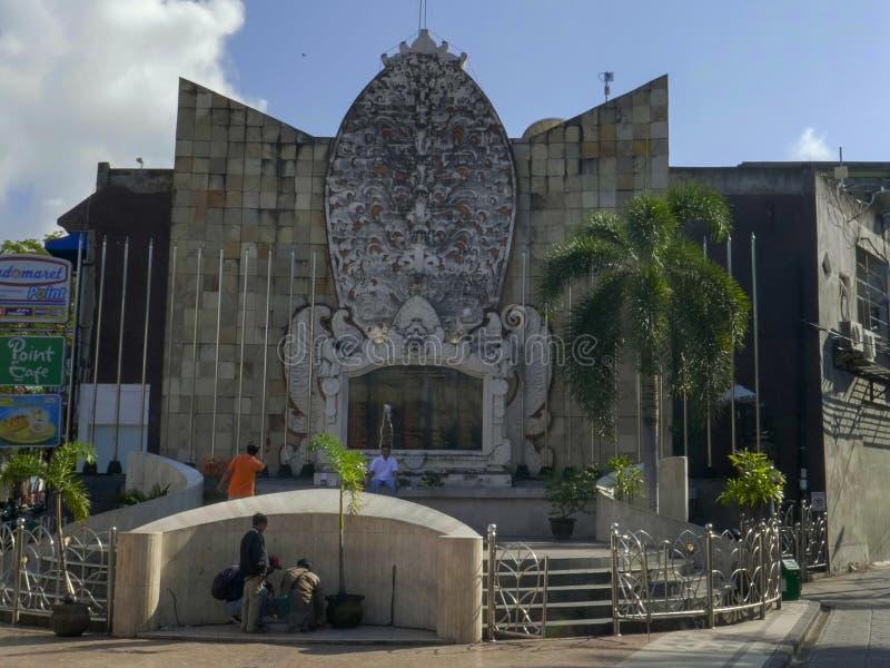 KUTA, INDONESIA - JUNIO, 17, 2017: vista amplia del monumento del bombardeo de Bali en el kuta foto de archivo libre de regalías