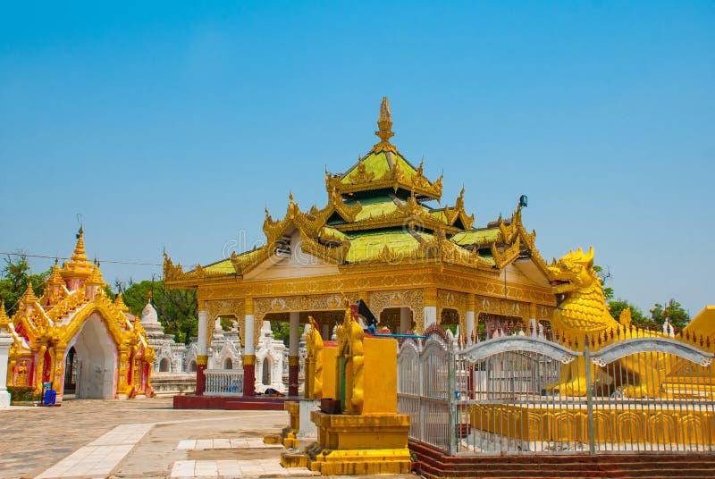 Download Kuthodaw塔在曼德勒,缅甸 缅甸 库存图片. 图片 包括有 金黄, 华丽, 佛教, 推荐, 遗产, 的btu - 72364889