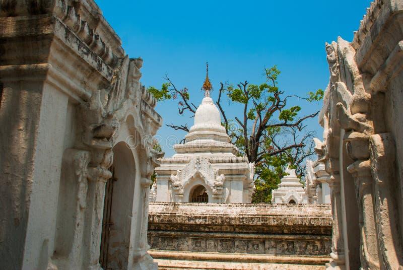 Download Kuthodaw塔在曼德勒,缅甸 缅甸 库存图片. 图片 包括有 豪华, 金子, 宗教信仰, 高亮度显示 - 72365413