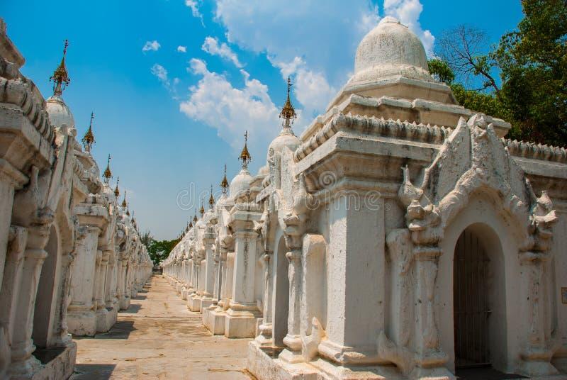 Download Kuthodaw塔在曼德勒,缅甸 缅甸 库存照片. 图片 包括有 全部, 曼德勒, 推荐, 发芽, 地标 - 72365576