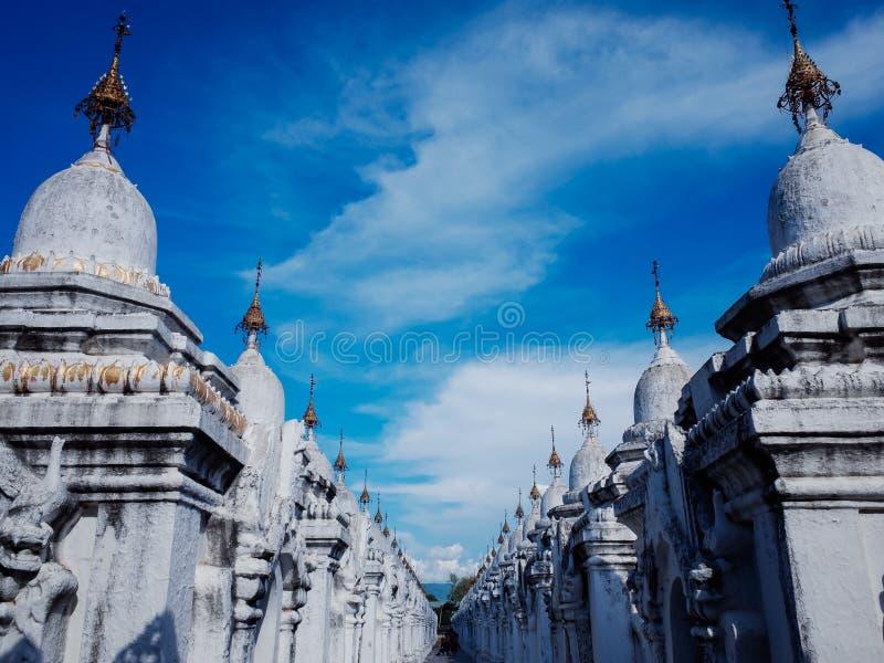 Kuthodaw塔曼德勒,缅甸 免版税库存照片
