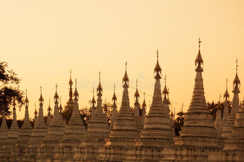 Kuthodaw pagoda, Myanmar zdjęcie stock. Obraz złożonej z podróż - 48909518