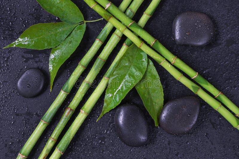 Kuuroord-concept met zenstenen en bamboe stock afbeelding