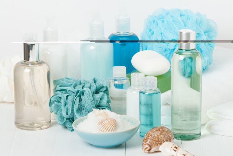 Kuuroorduitrusting Shampoo, Zeepbar en Vloeistof Douchegel Aromatherapy stock afbeeldingen