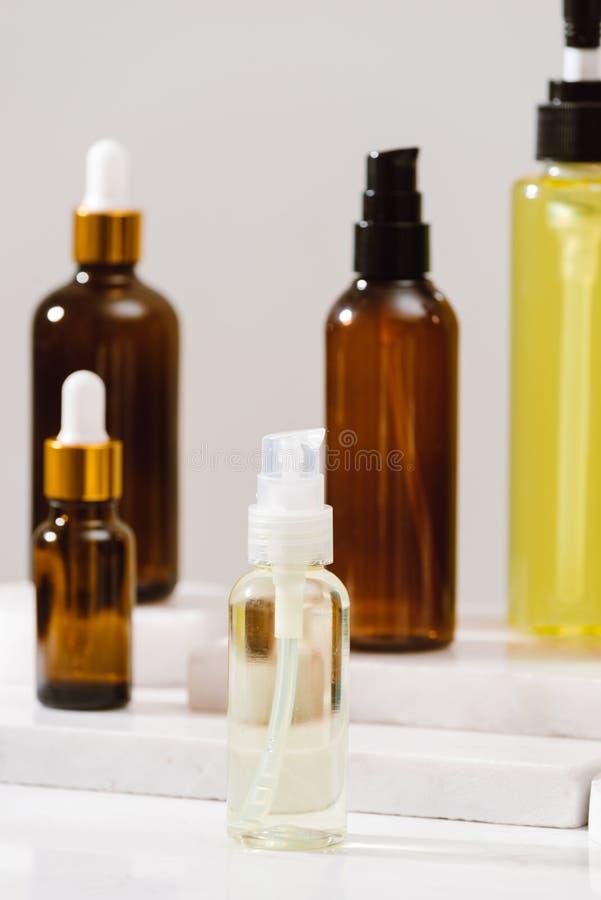 Kuuroorduitrusting Shampoo, Zeepbar en Vloeistof Douchegel Aromatherapyzout stock foto