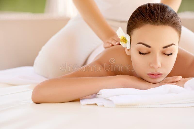 Kuuroordvrouw. Close-up van een Beautiful Woman Getting Spa Behandeling. stock foto's