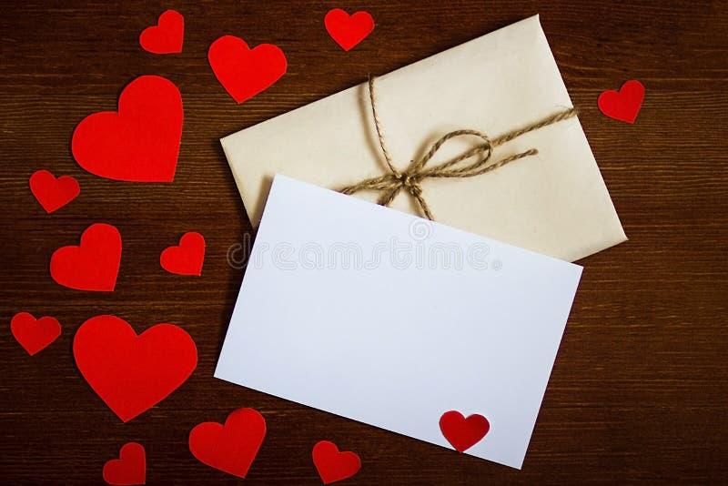 Kuvert för dag för valentin`s royaltyfri fotografi