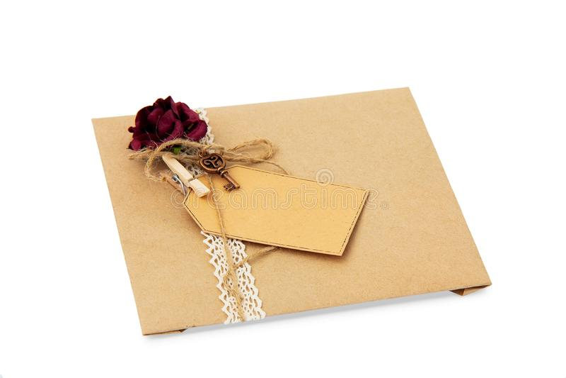 Kuvert från inpackningspapper arkivbilder
