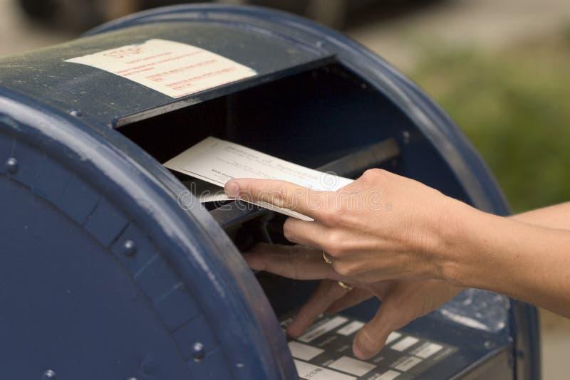 kuvertmailing arkivbilder