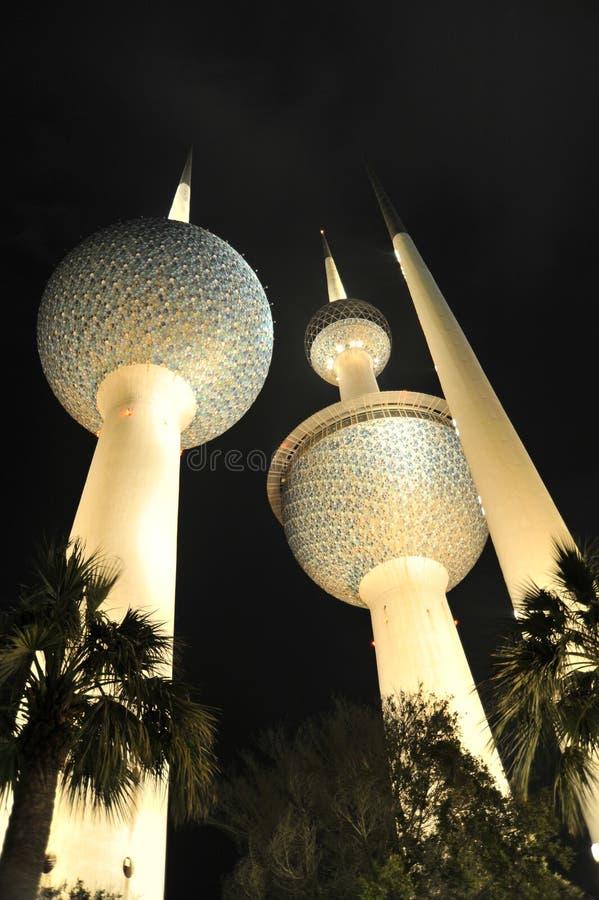 Kuwait-Kontrolltürme lizenzfreie stockbilder