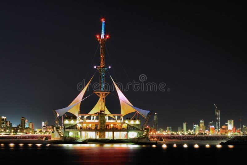 Kuwait: Ondas do porto imagens de stock